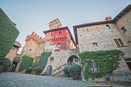 Castello-cortile04(bassa)